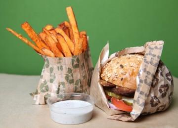 Papīra ietinamais papīrs burgeriem kraft. Burgeru un fri ietinamais papīrs.