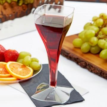 Vienreizlietojamās vīna glāzes caurspīdīgas